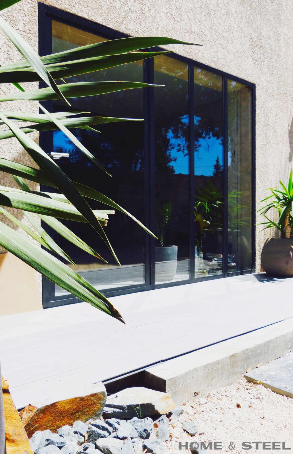 Porte d'entrée style verrière industrielle: Maisons de style de style Industriel par Home And Steel