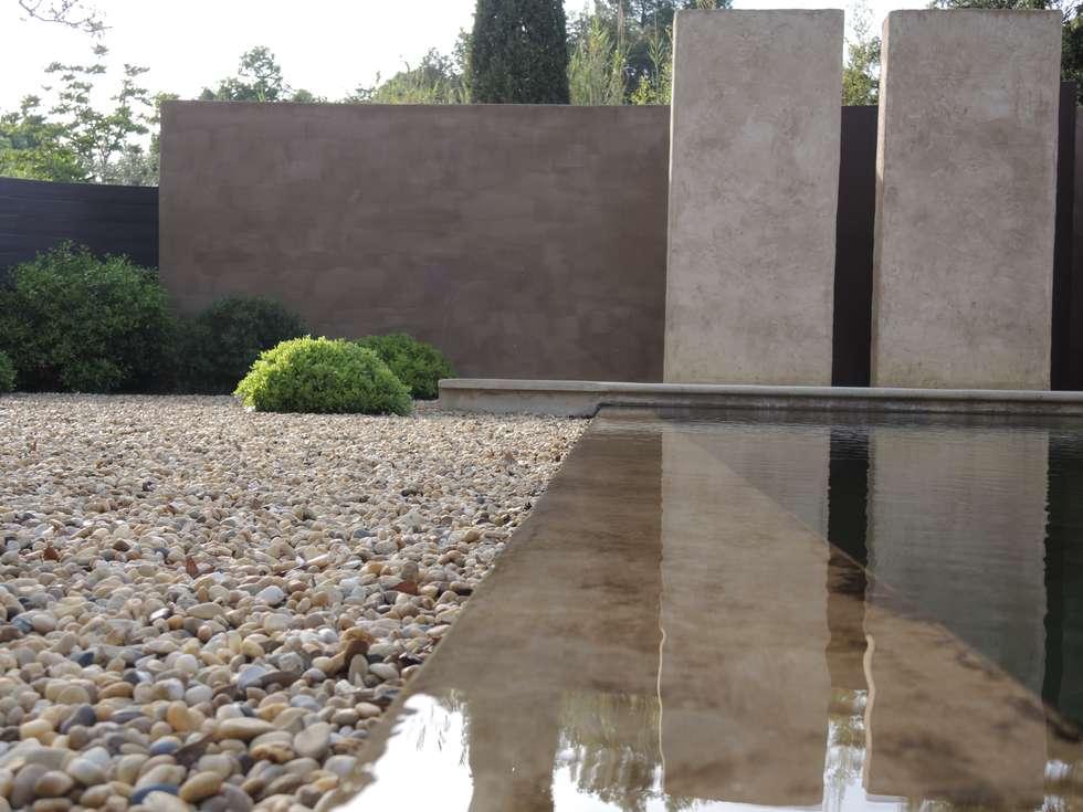 Une baignade naturelle: Jardin de style de style Méditerranéen par JARDIN GECKO