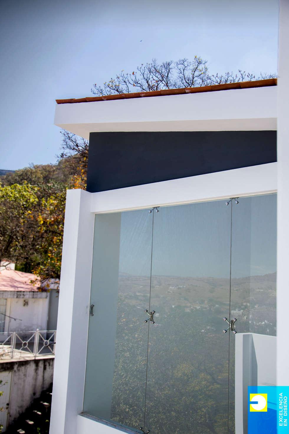 detalle de techo: Casas de estilo minimalista por Excelencia en Diseño