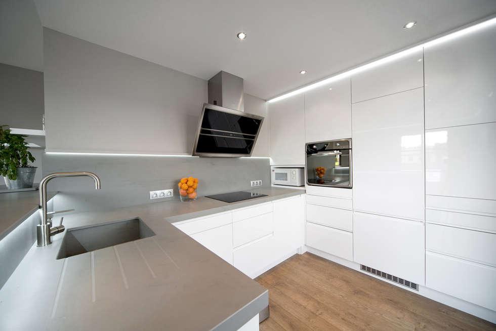 Réhabilitation intérieure et extérieure d'un appartement à la Croix-Rousse (Lyon) : Cuisine de style de style Moderne par réHome