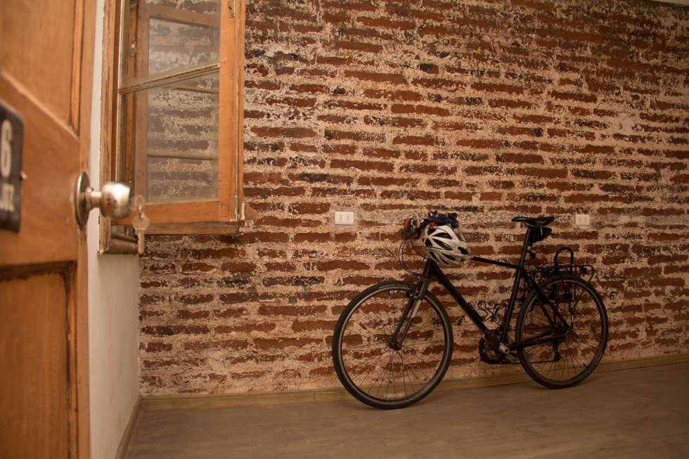 Muro de Albañilería: Estudios y oficinas de estilo moderno por Arquitectura + Diseño OK ADOK