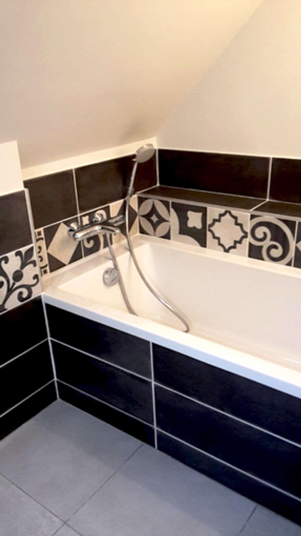 baignoire: Salle de bains de style  par Lydie Gatignol
