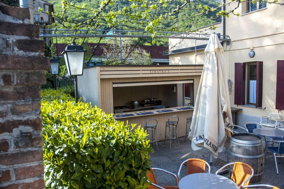 Un'dea per un chiosco personalizzato e di design!: Bar & Club in stile  di La Pratolina