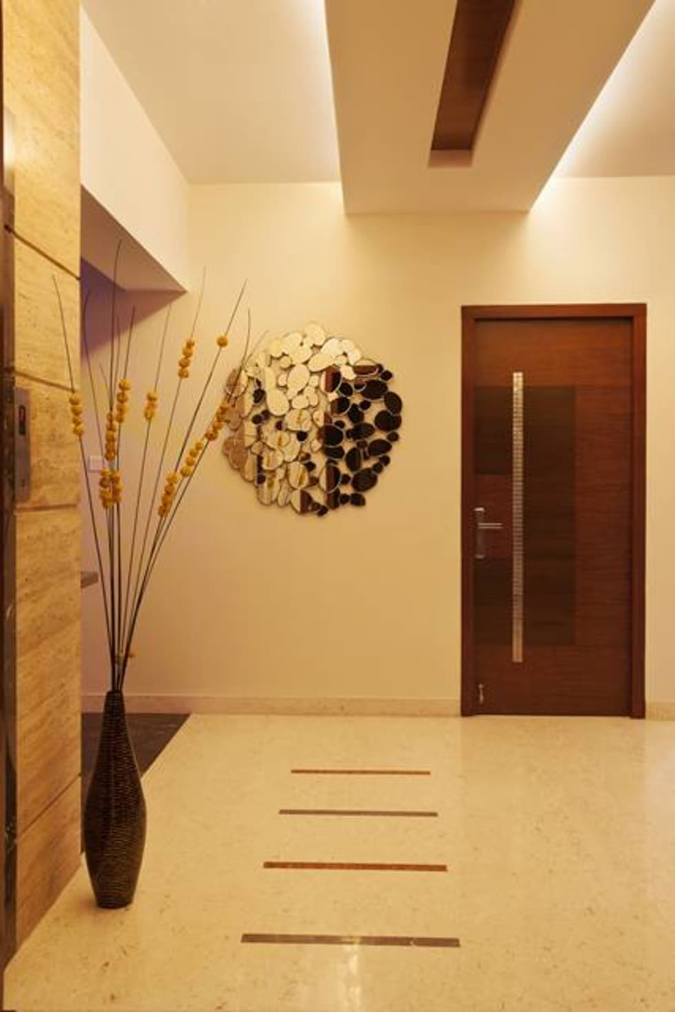 Common Area:  Corridor & hallway by Ansari Architects