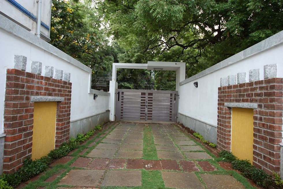 Main Gate: modern Garden by Ansari Architects
