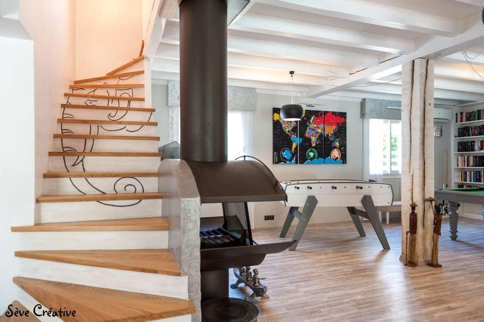 Salle de loisirs: Couloir et hall d'entrée de style  par Sève Créative