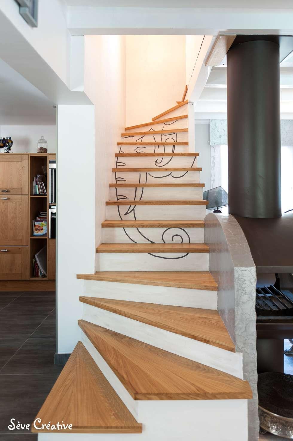 Salle de loisirs - Accès étage: Couloir et hall d'entrée de style  par Sève Créative