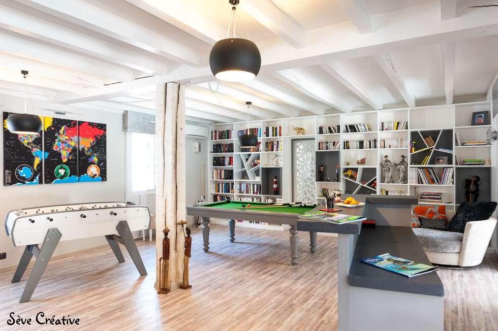 Salle de loisirs: Salon de style de style Moderne par Sève Créative