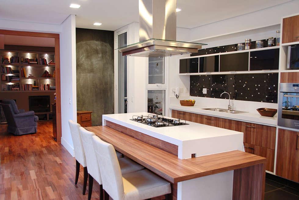 Cozinha Integrada: Cozinhas modernas por MONICA SPADA DURANTE ARQUITETURA