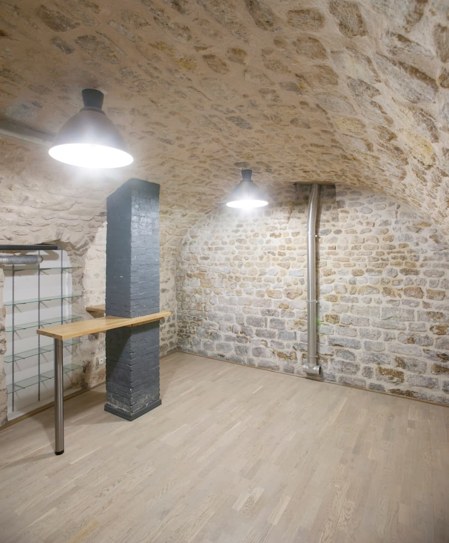 Sous-sol: Salle multimédia de style  par Olivier Olindo Architecte