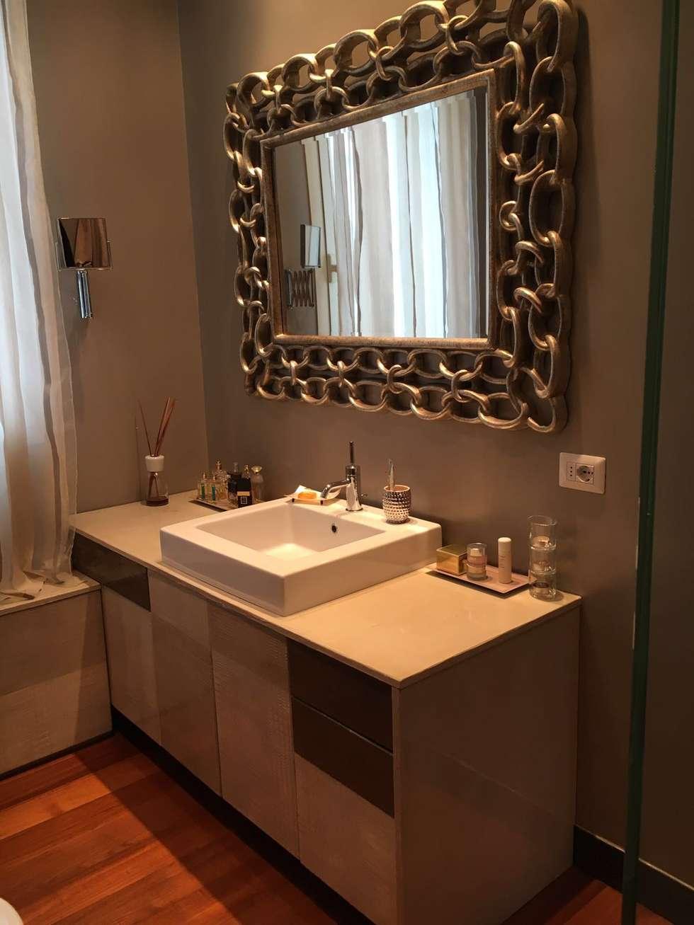 bagno padronale: Bagno in stile in stile Moderno di bilune studio