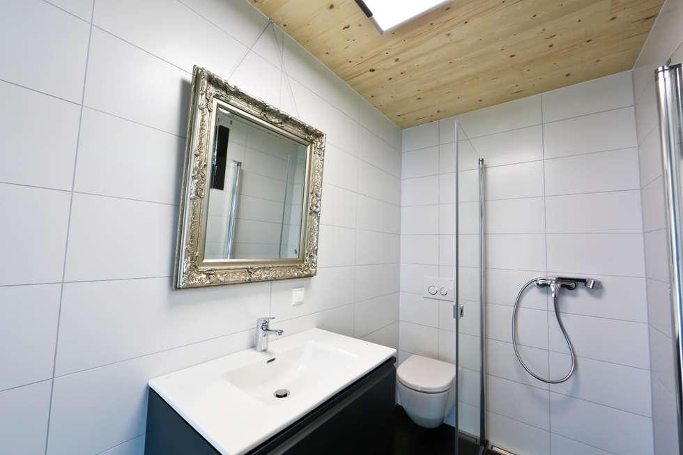 Design Kleinhaus Modell 1: Moderne Badezimmer Von Raumwerk