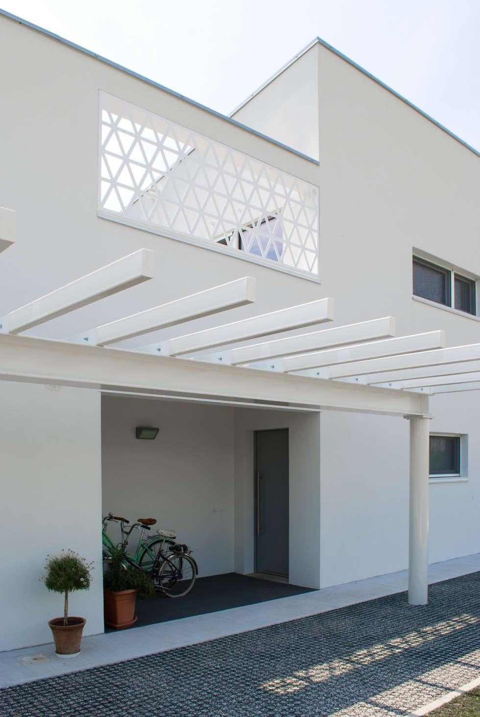 Ingresso alla casa: Case in stile in stile Moderno di Margherita Mattiussi architetto