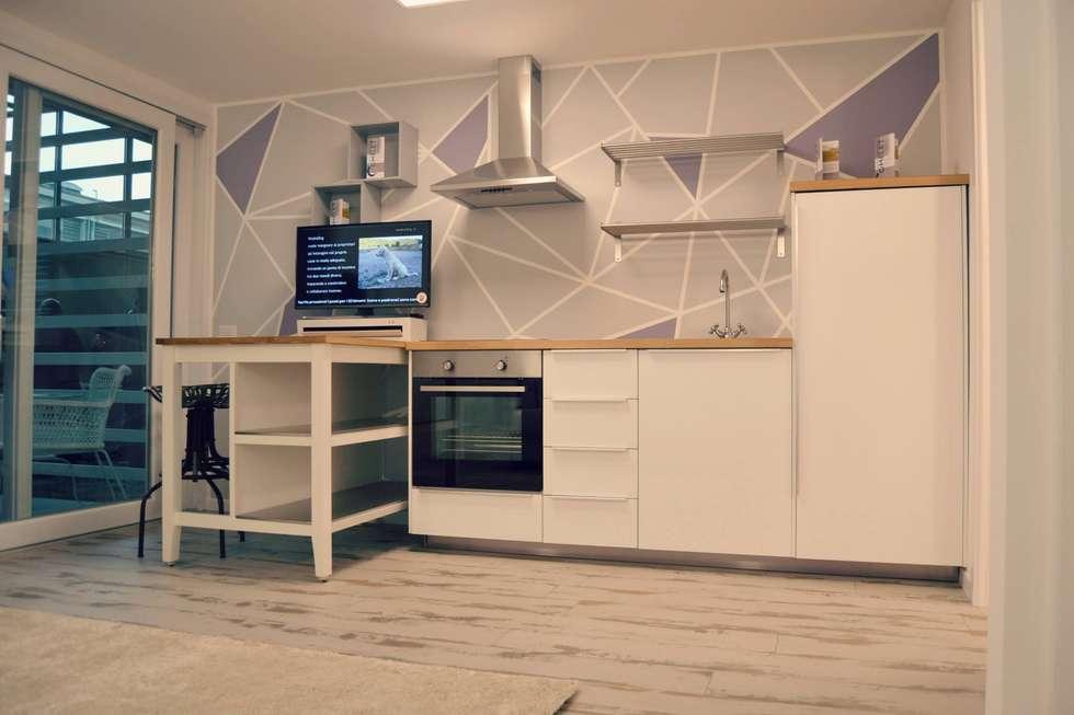 Zona giorno con parete attrezzata : cucina in stile in stile ...
