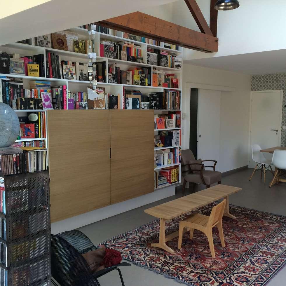 Bibliothèque sur mesure: Salon de style de style Moderne par Olivier Olindo Architecte