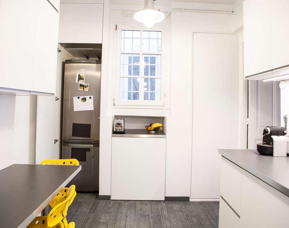 placard intégré: Cuisine de style de style Moderne par Olivier Olindo Architecte
