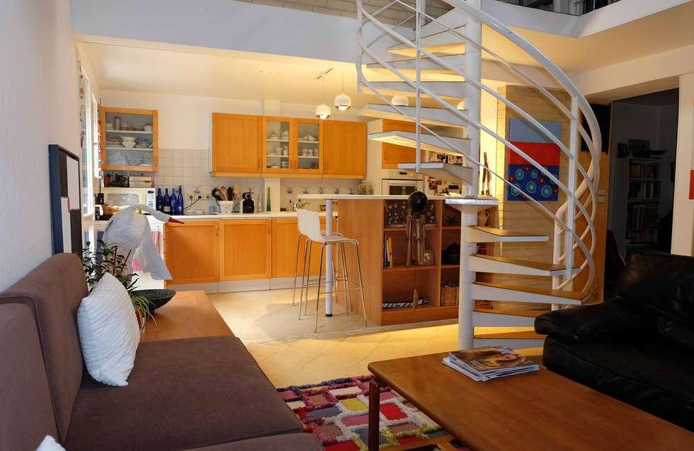 Vue depuis salon: Salon de style de style Moderne par Martin Schiller Design Studio