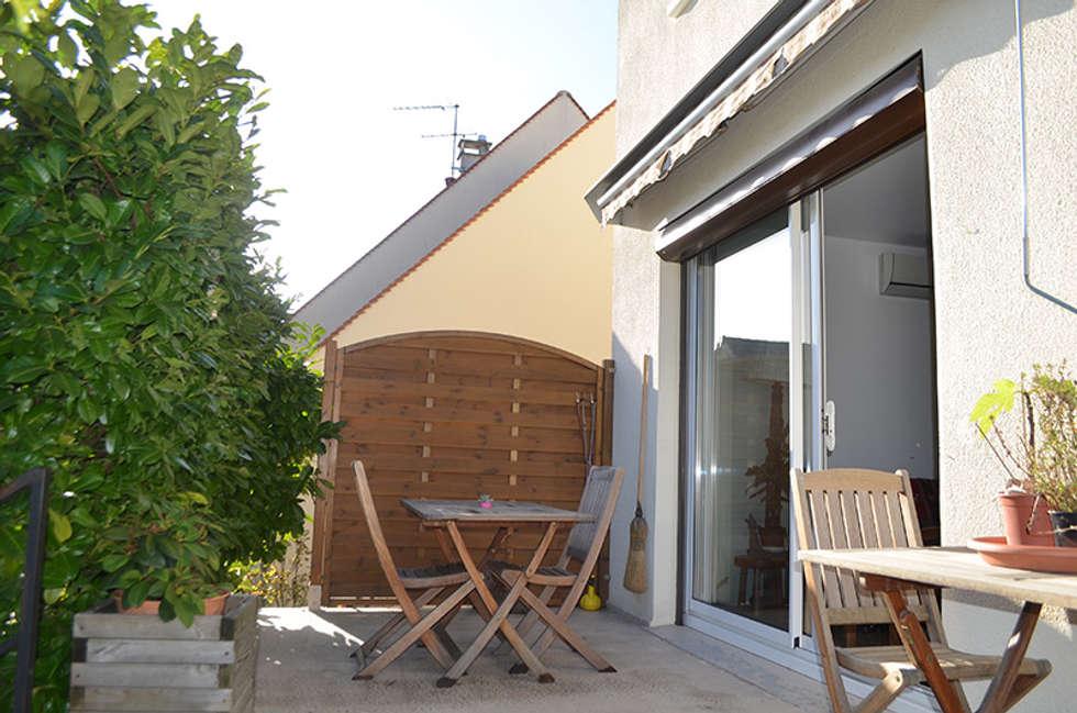 Une terrasse vieillissante: Terrasse de style  par Mon Intérieur Sur Mesure (MISM)