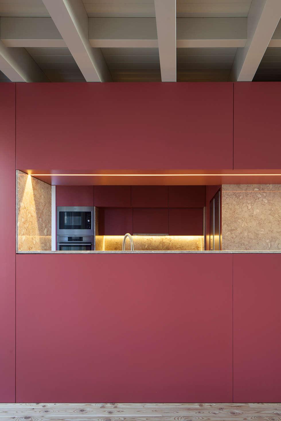 Casa das Gelosias: Cozinhas ecléticas por Marta Campos - Arquitectura, Reabilitação e Eficiência Energética