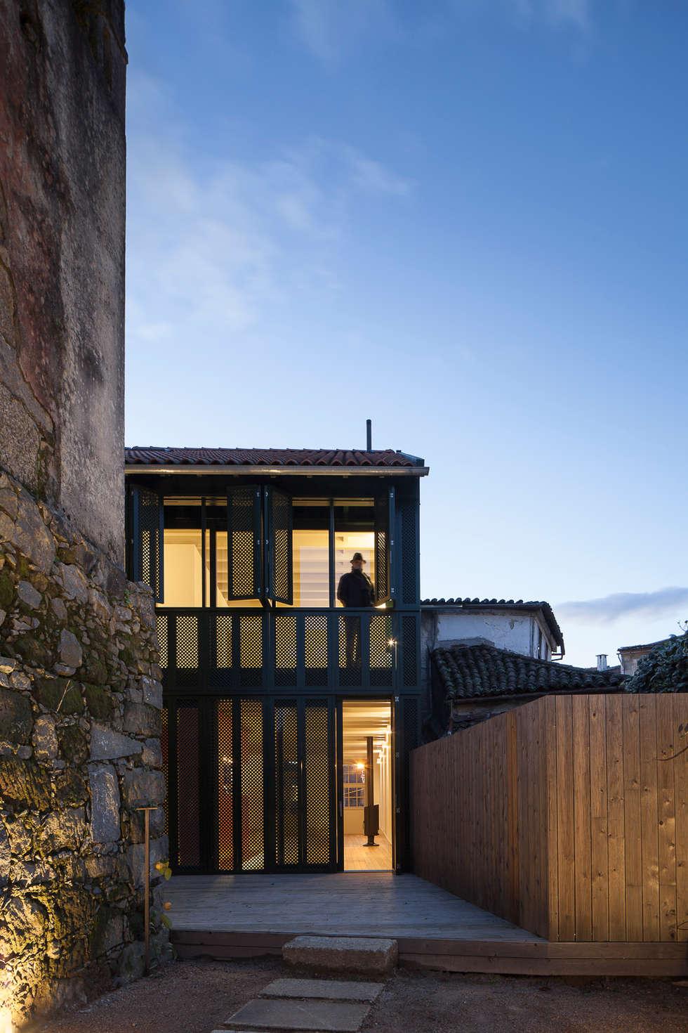 Casa das Gelosias: Casas ecléticas por Marta Campos - Arquitectura, Reabilitação e Eficiência Energética