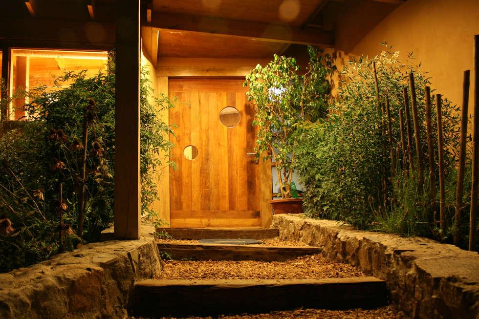 CASA CARACOL: Ventanas de estilo  por ALIWEN arquitectura & construcción sustentable