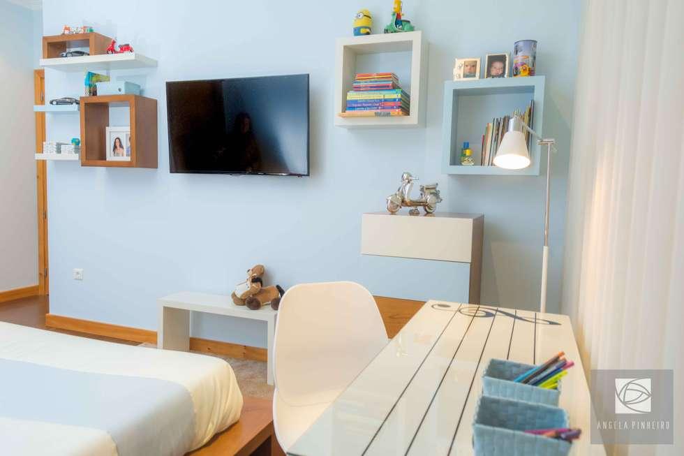 Secretária: Quartos modernos por Ângela Pinheiro Home Design