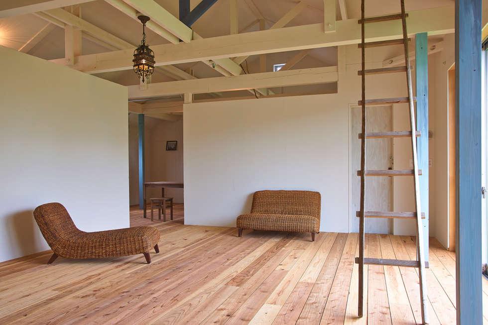 ห้องนั่งเล่น by tai_tai STUDIO