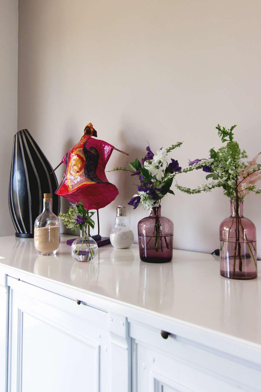 Une décoration sobre et design: Salle à manger de style de style Moderne par E/P DESIGN - Emilie Peyrille