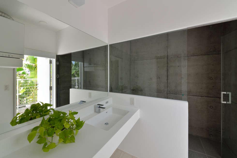 門一級建築士事務所: modern tarz Banyo