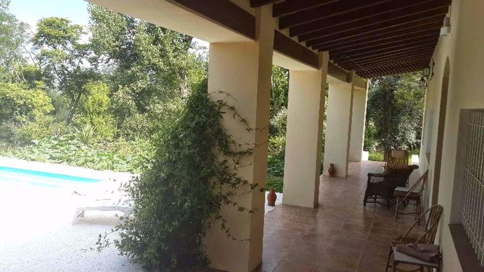 Galería: Casas de estilo colonial por Liliana almada Propiedades