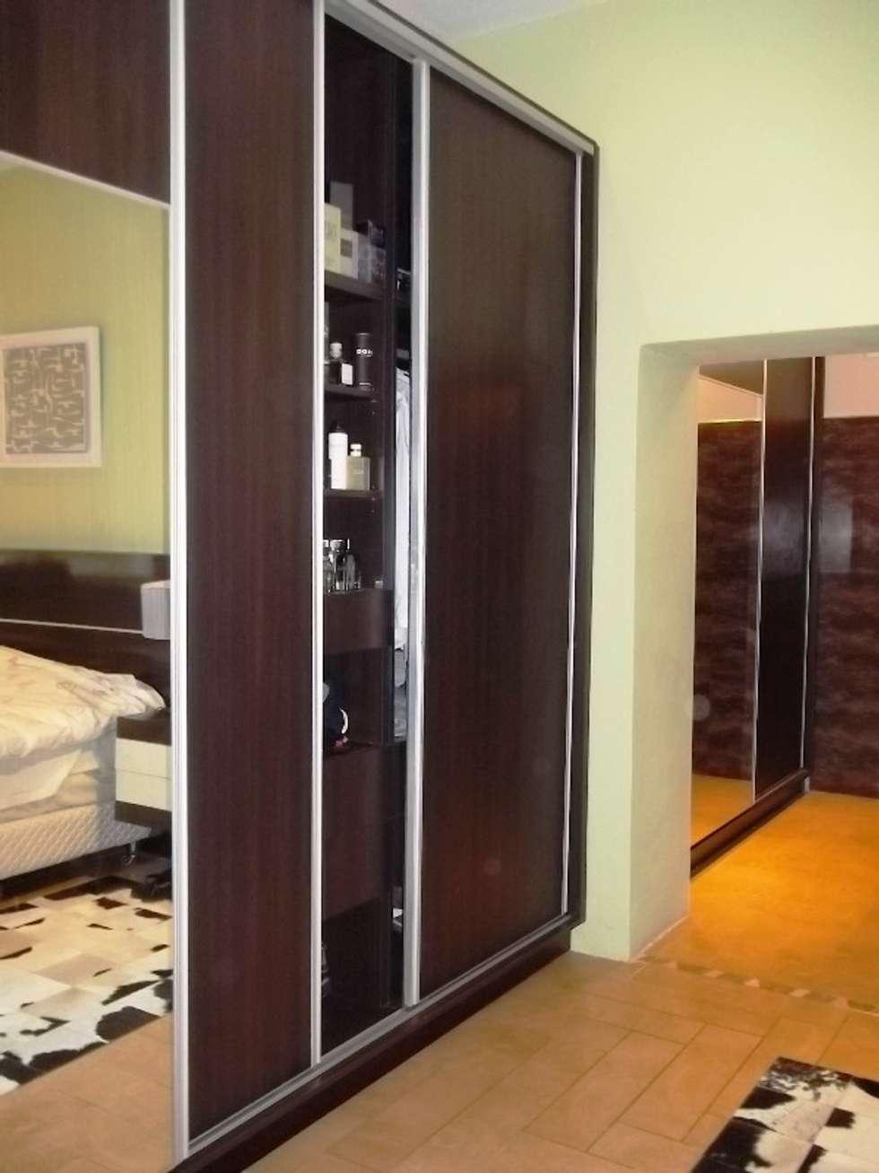Placard: Dormitorios de estilo colonial por Liliana almada Propiedades