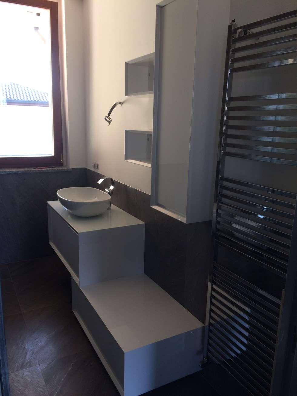 Arredo bagno vista 1: Bagno in stile in stile Moderno di ARREDACASAOnLine