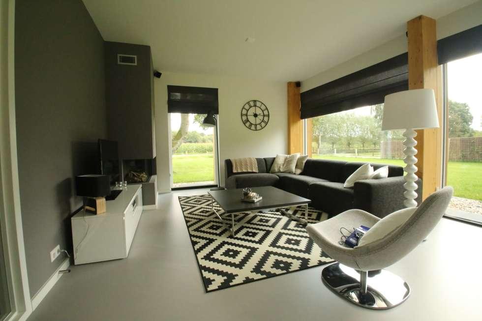 غرفة المعيشة تنفيذ STUDIO = architectuur