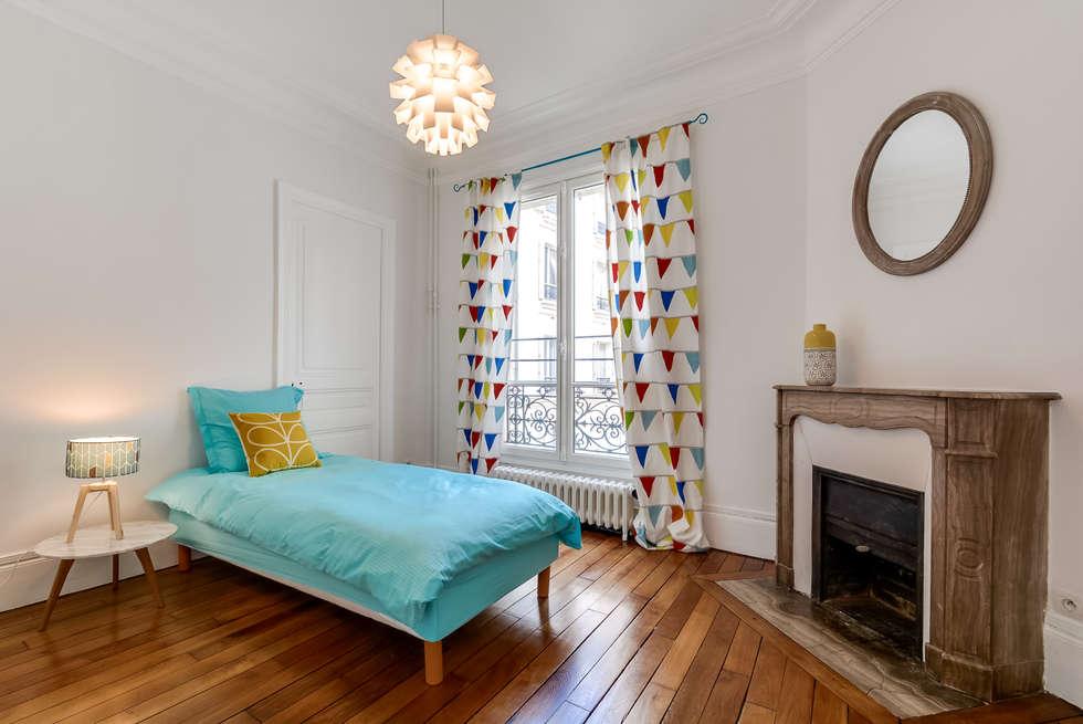 Chambre enfant colorée: Chambre d'enfant de style de style Moderne par Decorexpat