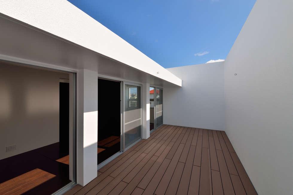 ODMR-HOUSE: 門一級建築士事務所が手掛けたベランダです。