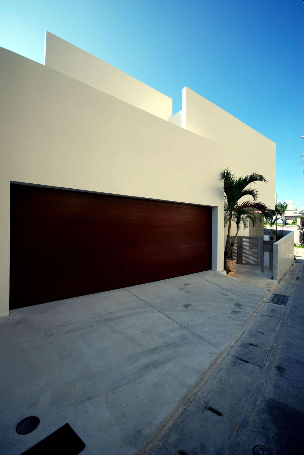 HKM-house : 門一級建築士事務所が手掛けたガレージです。