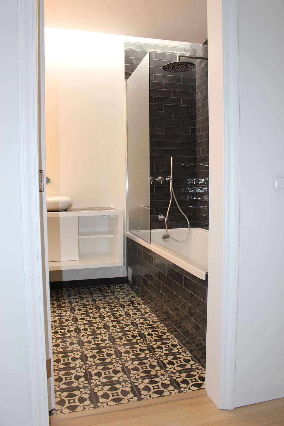 casa de banho visitas : Casas de banho modernas por G.R design