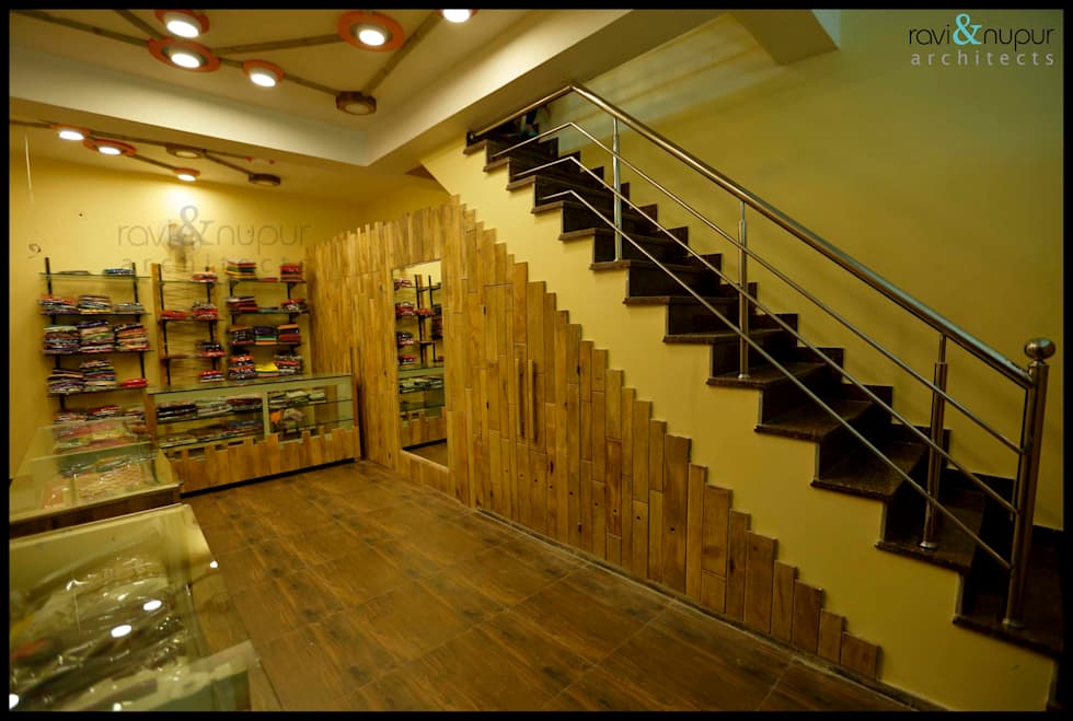 Fashion Hub-Ethnic Women's Apparel Store:  Commercial Spaces by RAVI - NUPUR ARCHITECTS