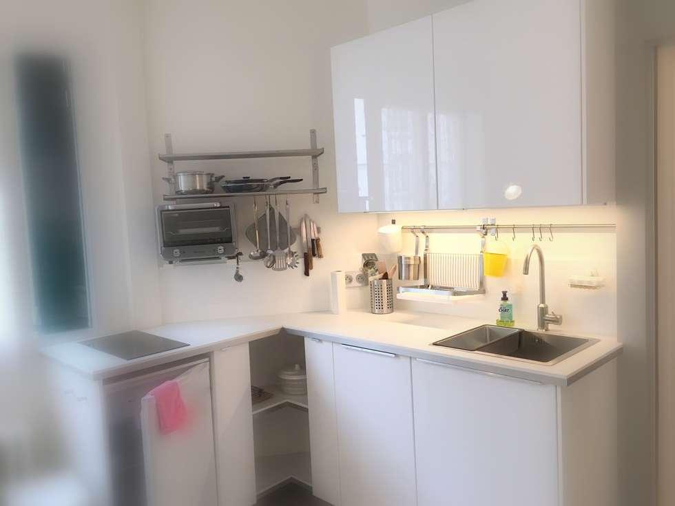 La cuisine aménagée: Cuisine de style de style Moderne par cbm interiors sas