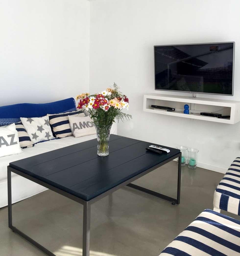 Living: Livings de estilo moderno por VETA & DISEÑO