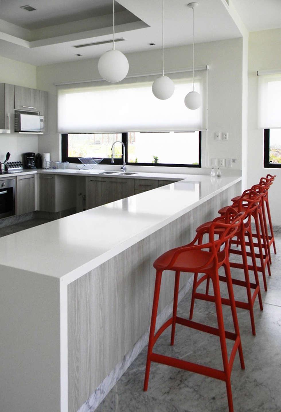 Cocina de estilo  por MAAD arquitectura y diseño