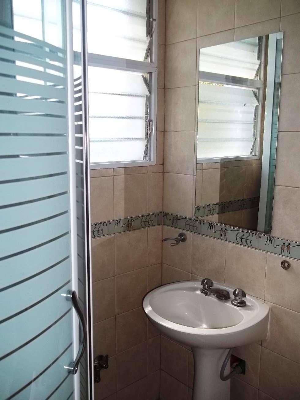 baño: Baños de estilo clásico por Liliana almada Propiedades
