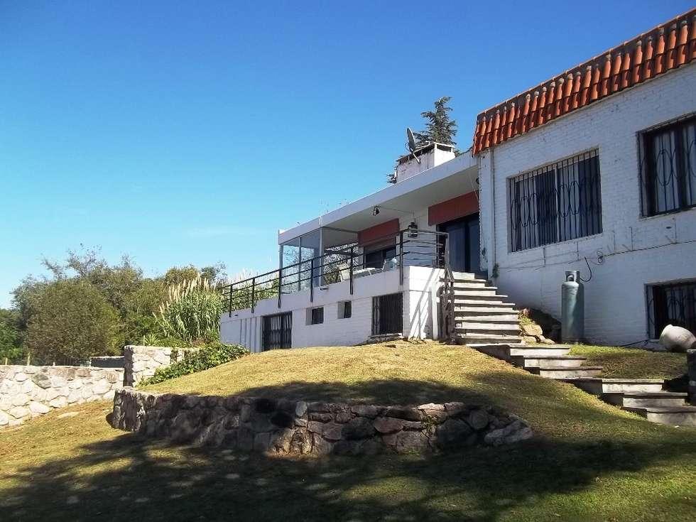 Fachada: Casas de estilo clásico por Liliana almada Propiedades