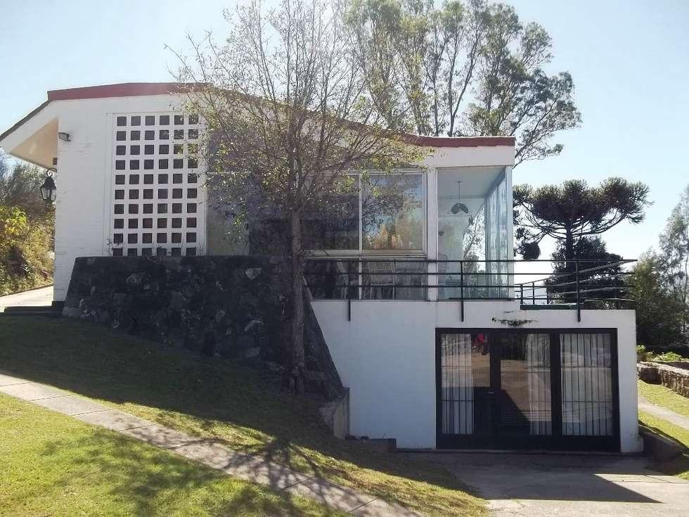 Fachada : Casas de estilo clásico por Liliana almada Propiedades