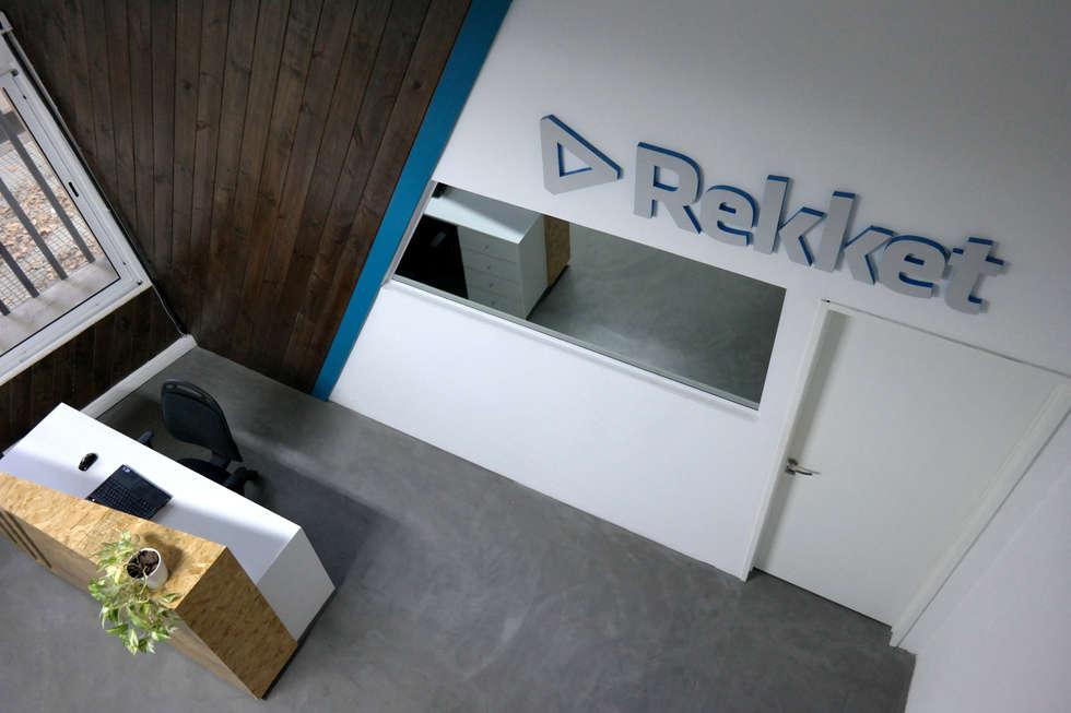 diseño de oficinas • REKKET: Oficinas y Tiendas de estilo  por ARQANOID