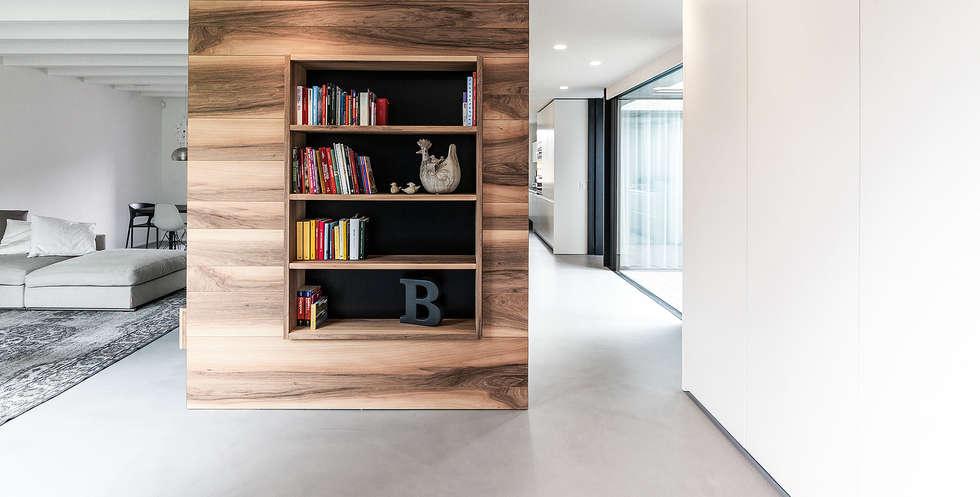 Casa MCR: Ingresso & Corridoio in stile  di CN10 ARCHITETTI