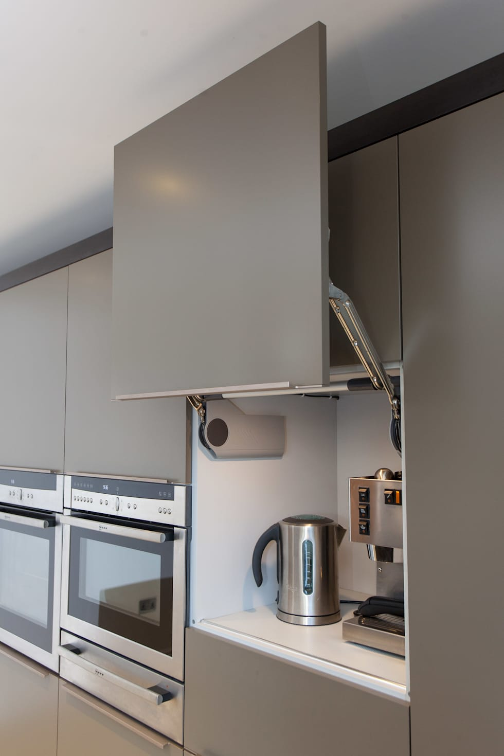 Toops barn modern kitchen by hampshire design consultancy for Design consultancy