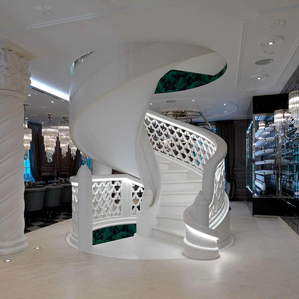 Scala scultorea Grassi Pietre - AquiliAlberg Architecture and Design Studio: Ingresso & Corridoio in stile  di Grassi Pietre srl