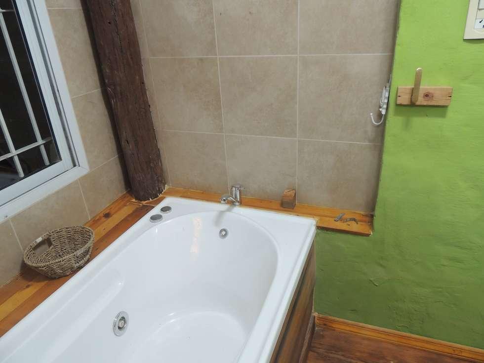 hidro: Baños de estilo moderno por CRISTINA FORNO