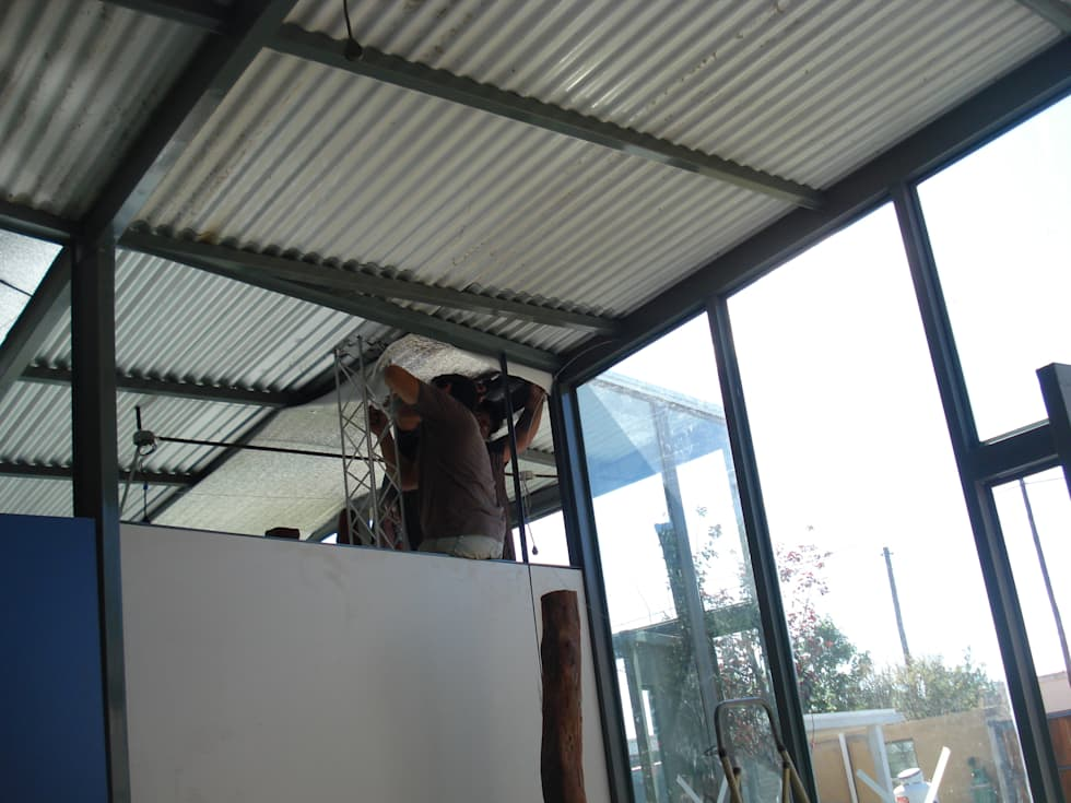 techos: Estudios y oficinas de estilo moderno por CRISTINA FORNO
